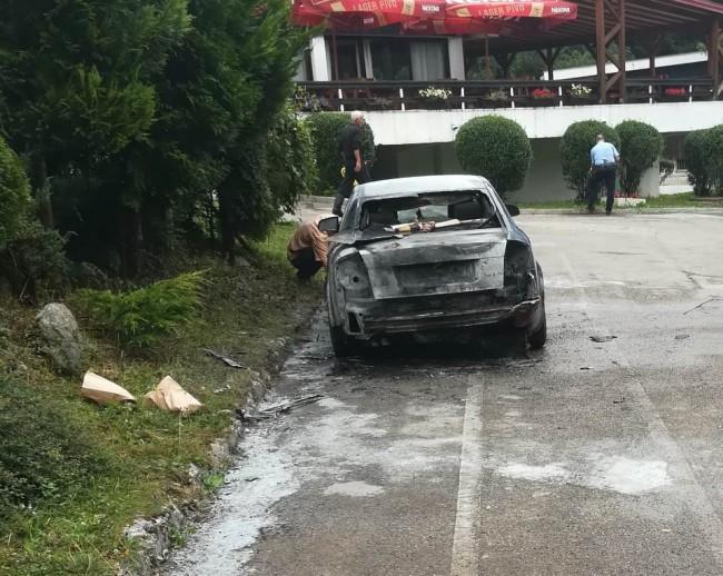 """Na Tjentištu izgorio automobil radnika NP """"Sutjeska"""""""